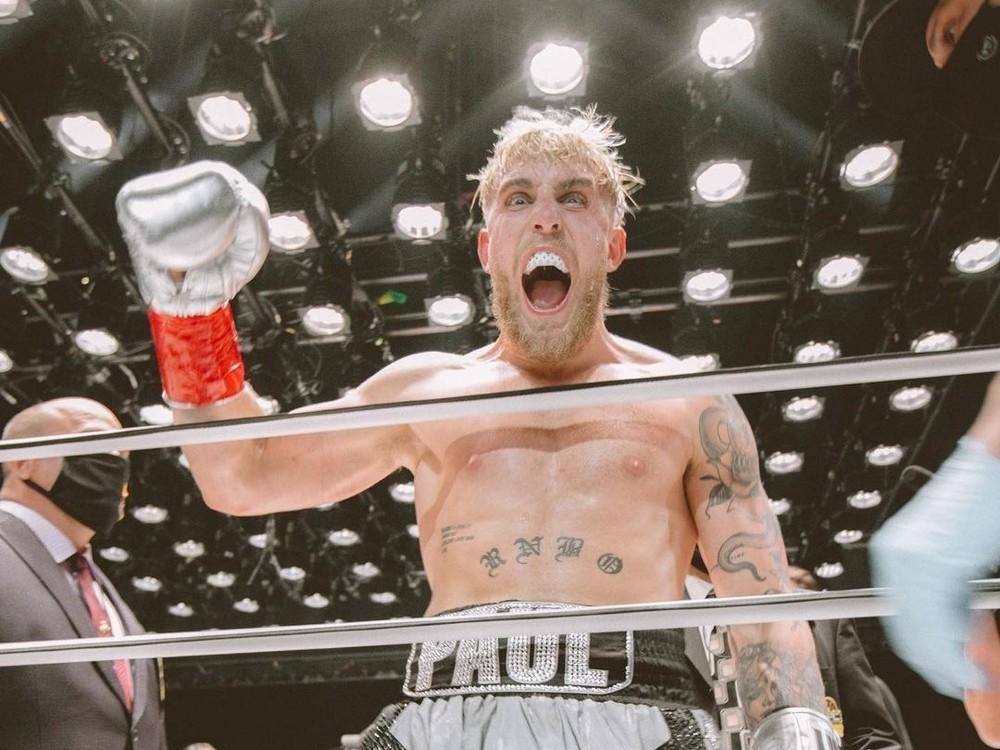 Pozoruhodný prípad zápasu youtubera a bývalého šampióna v MMA