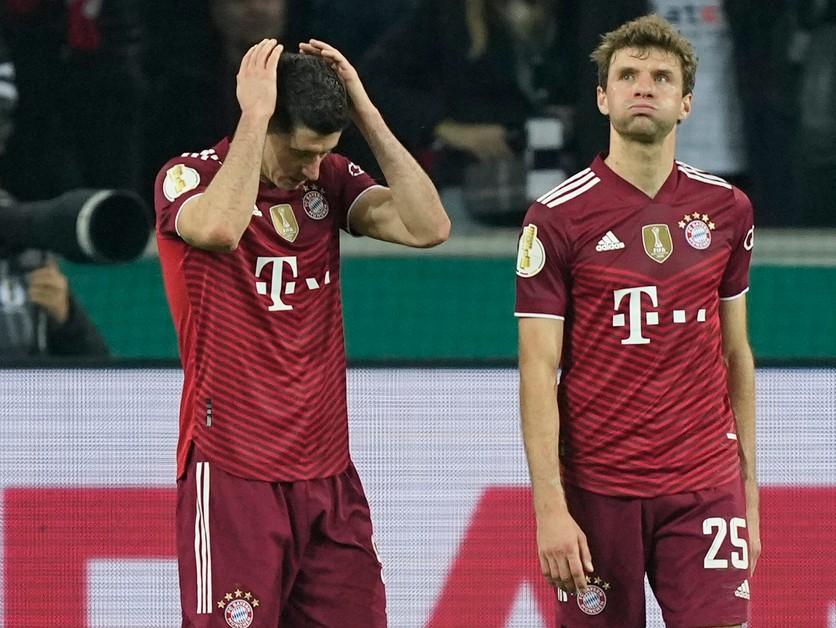 Benés sledoval z lavičky rekordnú prehru Bayernu. Zatmenie mysle, kajá sa favorit