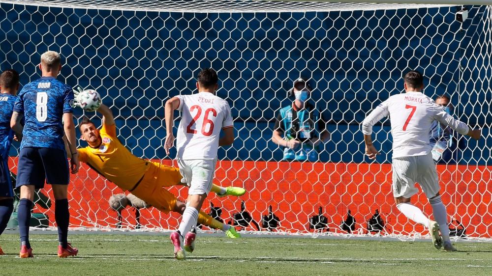 Krutá penalta proti Slovensku, Dúbravka začal zápas roka famózne