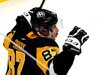 Crosby už po operácii trénuje so spoluhráčmi, úvod sezóny však nestihne