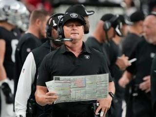 Doplatil na komunikáciu spred 10 rokov. Tréner NFL rezignoval pre rasistické maily