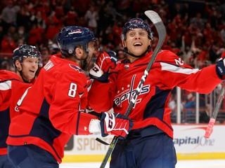 Fehérváry strelil prvý gól v NHL, ihneď mu gratuloval Ovečkin