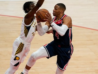 Curry nastrieľal 41 bodov, Westbrook napodobnil seba aj legendu NBA