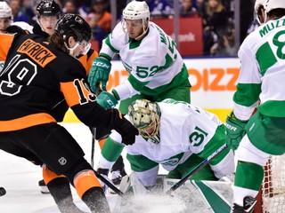 Odohral v NHL takmer 200 zápasov. Patrick je súčasťou výmeny troch tímov
