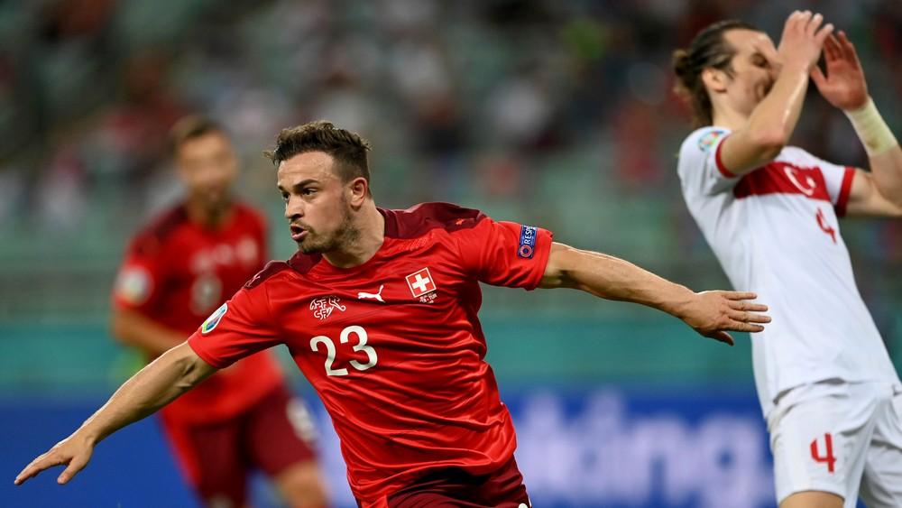 Turci na šampionáte končia, Švajčiarov potiahol dvoma gólmi Shaqiri