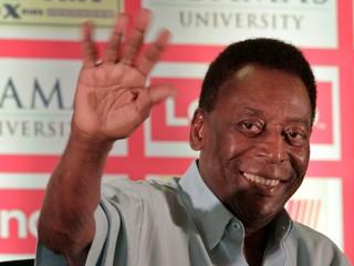Uverejňuje optimistické videá. Pelé už opustil nemocnicu