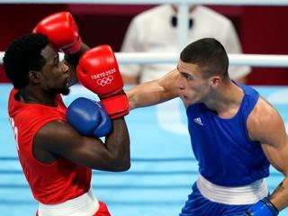 Boxer Csemez zvládol úvodný duel, jeho súpera museli počítať