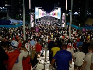 Vo Wembley sa na finále EURO nakazilo vyše tritisíc ľudí