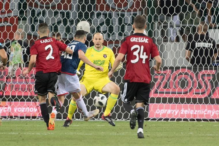 a8b4305a33 ... v odvetnom zápase 3. predkola s Crvenou Zvezdou Belehrad 0 0 a po  remíze 1 1 na pôde súpera sa teší z historického postupu do play-off Ligy  majstrov.
