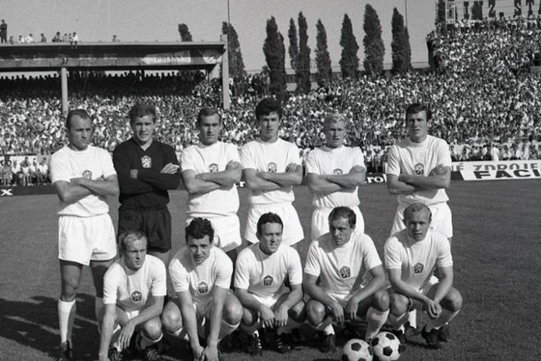 2d14297f8 BRATISLAVA (SFZ/PETER ŠURIN) - Pred 50 rokmi sa odohral na bratislavskom  Tehelnom poli zápas, ktorý je navždy zapísaný v histórii nášho futbalu.