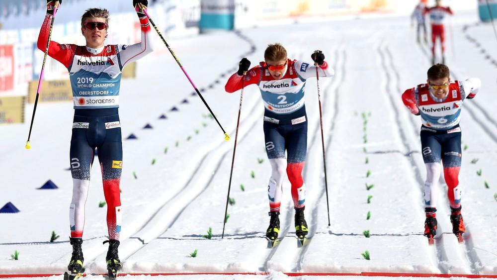 Kráľ sezóny vypadol v semifinále. MS sa ešte len začali a Nóri už majú štyri medaily