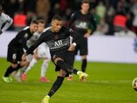 Paríž St. Germain musel otáčať proti Angers. Až v závere ho spasil Mbappé