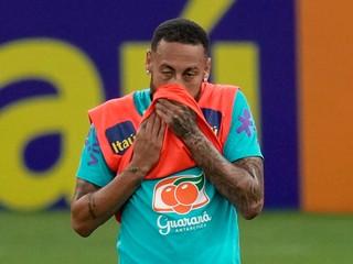 Neymar nekončí, futbal stále miluje, odkázal tréner Paríža