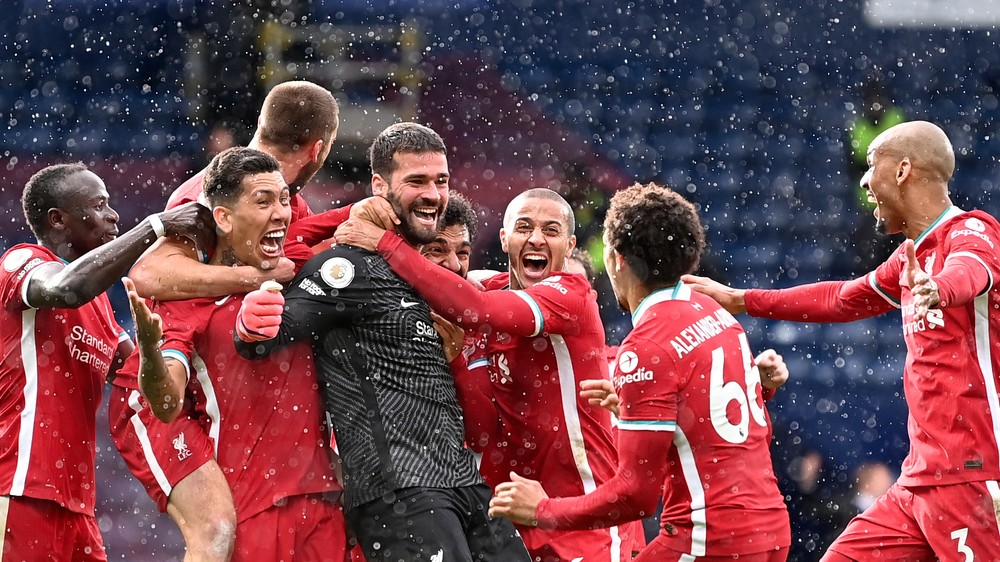 Liverpool spasil až brankár. Strelil gól v piatej minúte nadstavenia