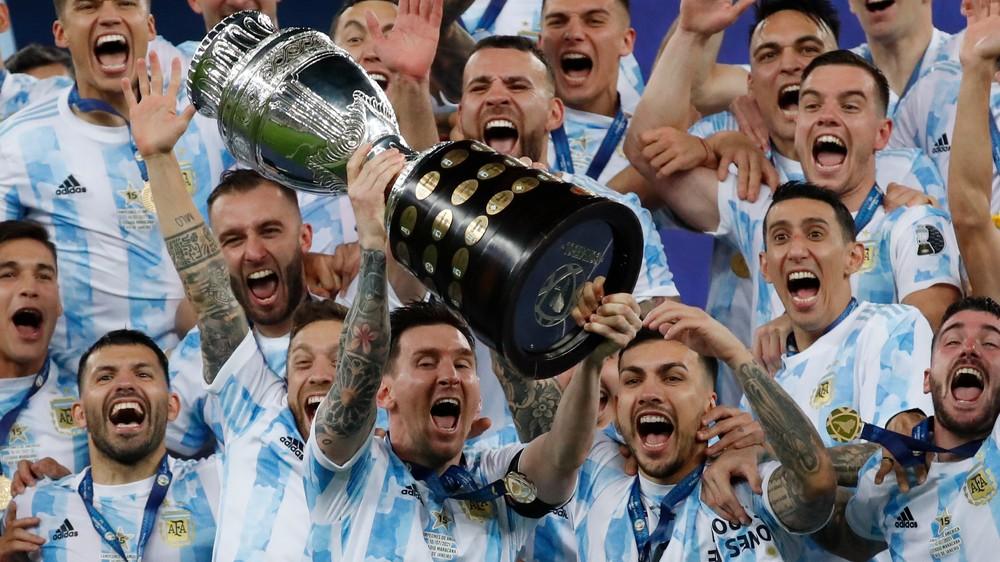 Messi cíti šialenstvo, plakal a lietal. Argentína je hore nohami