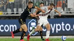 V Serii A sa stretli po takmer 20 rokoch, Benátky zachránila penalta