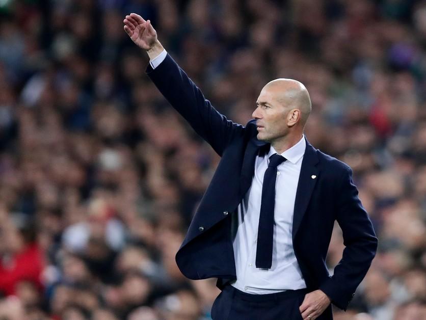 Oddychuje, Newcastle ani United ho nelákajú. Zidane by prijal iba dve ponuky