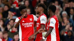 Arsenal pokračuje v zbere bodov, súper zas v sérii prehier