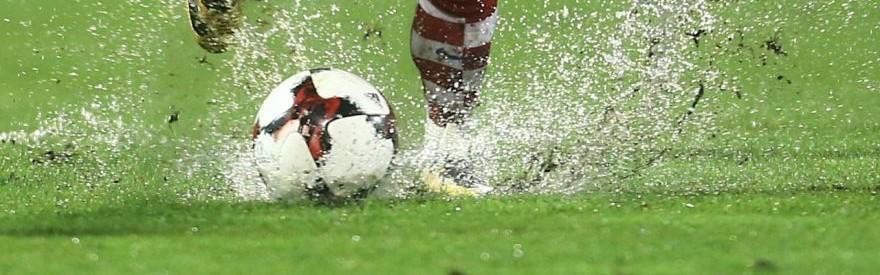 Víkendové zápasy 13. kola poznačilo nepriaznivé počasie