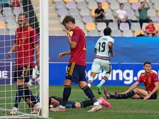 Španielov potopil vlastný gól. Portugalci zabojujú o titul proti Nemecku