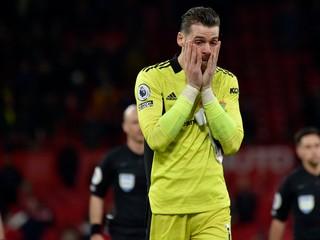 Dvadsaťtisíc fanúšikov odišlo predčasne. United utrpeli historickú potupu
