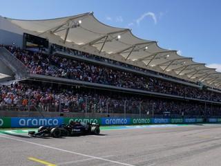 Verstappen stratil štart. Na konci už Hamiltonovi nič nedovolil a v USA zvíťazil