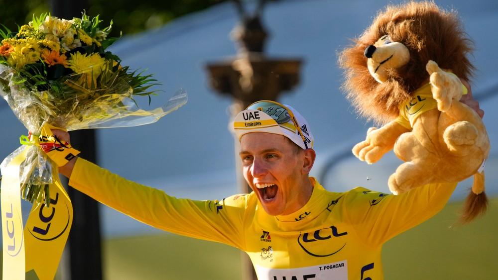 Rovnaký šampión, len s iným príbehom. Pogačar je cyklista, ktorý zdoláva čas