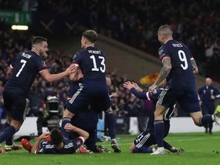 Škótov rozradostnil záložník Manchestru, Dáni majú skóre 26:0