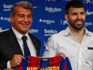 Dvojica hviezdnych útočníkov Barcelony sa vracia, Argentínčana čaká debut