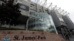 Majú obavy. Kluby Premier League zakázali Newcastlu uzatvárať sponzorské zmluvy