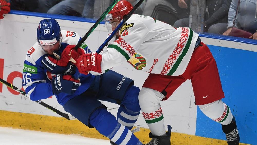 Špinavú hru od Bielorusov Slováci čakali. Hrivík: Vyznávajú taký štýl hokeja