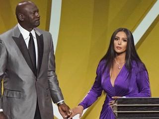 Určite sa v nebi smeje. Bryanta uviedli do Siene slávy NBA