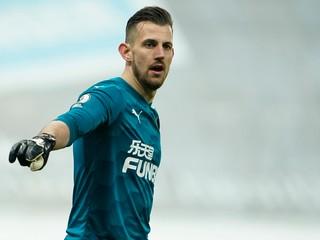 Dúbravka dostal smolný gól, Newcastle však zachránil bod v úplnom závere