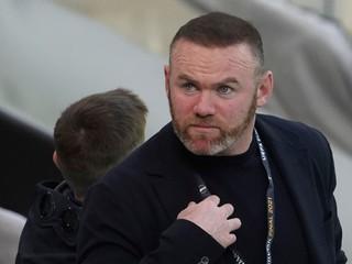 Zamestnáva aj Rooneyho. Anglický klub má finančné problémy, požiadal o nútenú správu
