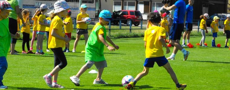 86083bd8e BRATISLAVA (SFZ/ZK) - pravidelné futbalové aktivity detí z MŠ vyvrcholili  Festivalom futbalu, ktorý sa uskutočnil dňa 14.6.2017 na ihrisku štadióna  ŠK ...