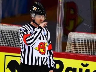 Chcú znížiť počet zranení. V NHL budú prísnejšie trestať krosčeky