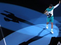 Príde Djokovič o Australian Open? Nikomu nedáme výnimku, vyhlásil premiér