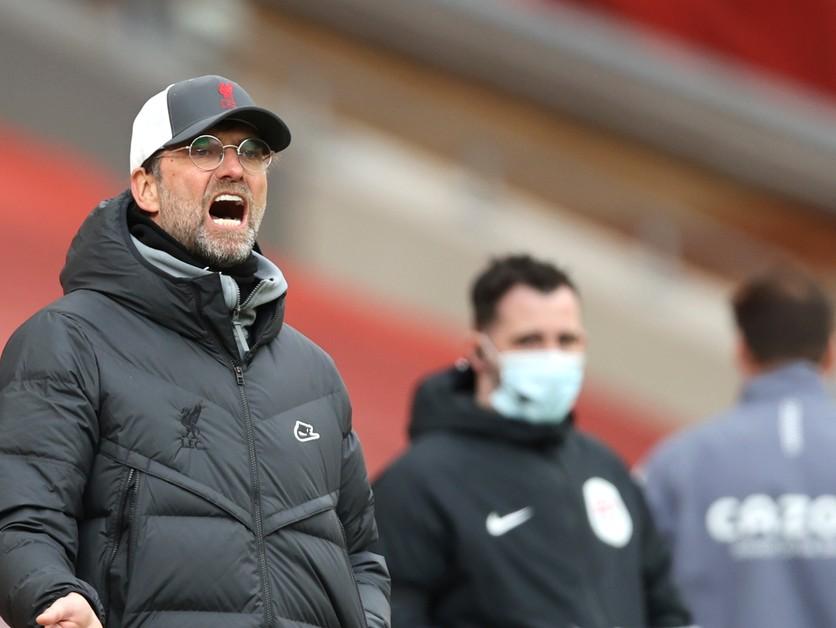 Premier League čaká derby. Klopp a Solskjaer sa navzájom chválili.