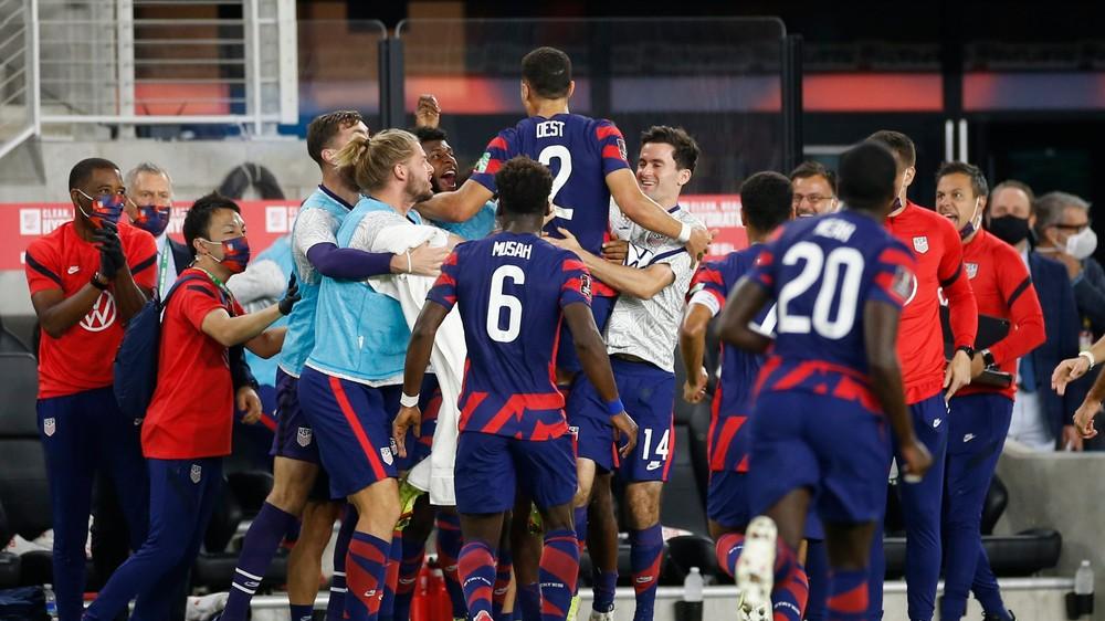 Hráč Barcelony naštartoval obrat USA, Mexičania sú stále bez prehry