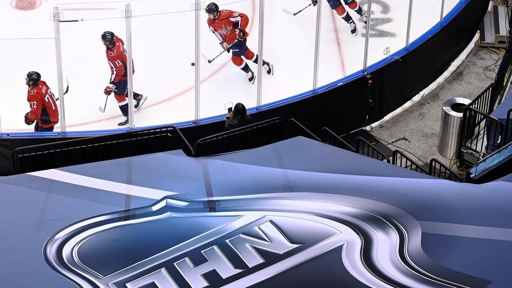Vedenie NHL plánuje tvrdšie trestať neočkovaných hráčov