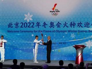 Olympijský oheň je už v Pekingu. Čakajú nás skromné hry, vyhlásil starosta