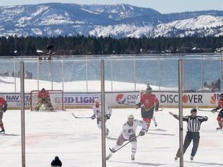NHL ponúkla hokej v prekrásnej divočine. Lahôdka sa zmenila na katastrofu