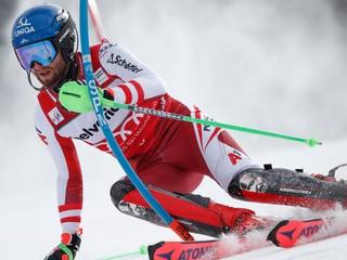 Dvojnásobný majster sveta sa lúčil s kariérou, slalom vedie Schwarz