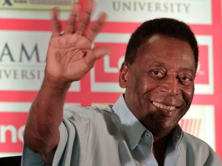 Som pripravený v nedeľu hrať, odkázal Pelé. Po operácii sa už cíti lepšie