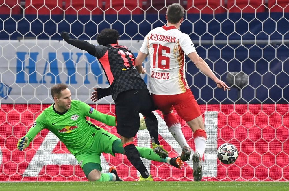 Liverpool dal góly ako v hokeji. Lipsko mu darovalo víťazstvo