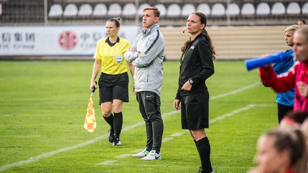 Bolo by malomyseľné odmietnuť reprezentáciu, lebo ide o ženy, tvrdí tréner Kopúň