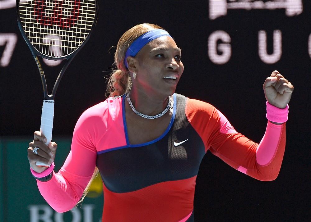 Serena nezaváhala a je v osemfinále, Muguruzová stratila iba dva gemy
