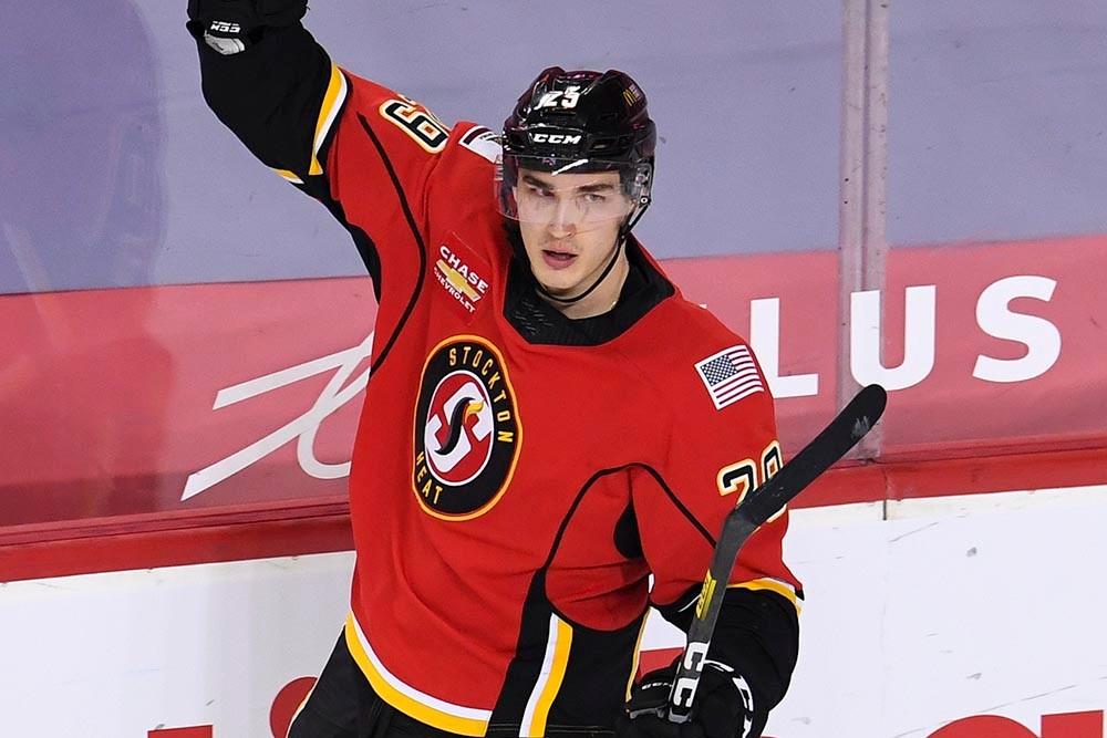 Ružička je blízko k debutu v NHL, trénoval s prvým tímom Calgary