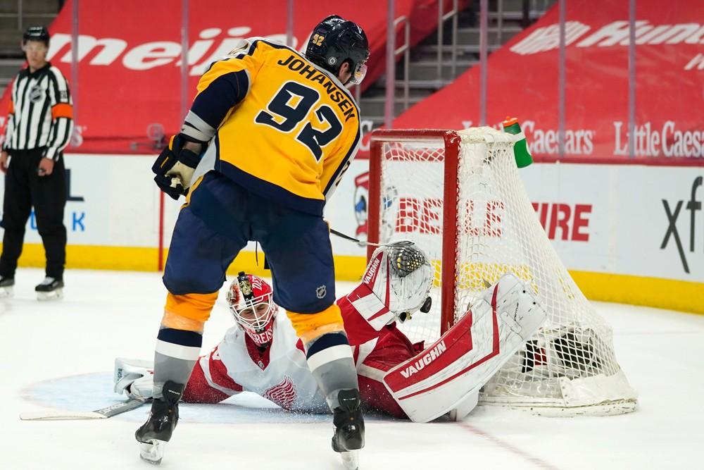 Šikovný nájazd, zranenie ucha či krvavá bitka. Čo priniesla noc v NHL?