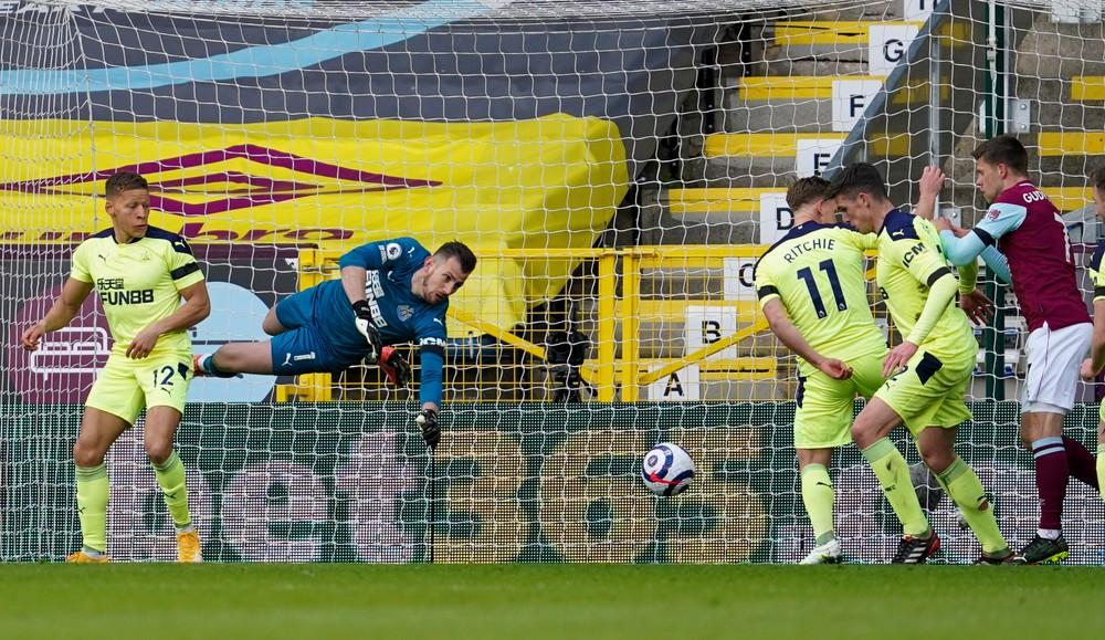 Manchester United otočil vývoj šlágra, Dúbravka bol najlepší hráč svojho tímu